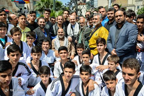 حضور مسعود سلطانیفر وزیر ورزش و جوانان به همراه جمعی از ورزشکاران در راهپیمایی روز جهانی قدس ۹۸ تهران