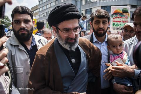 حضور حجتالاسلام سیدمجتبی حسینیخامنهای فرزند رهبر معظم انقلاب در راهپیمایی روز جهانی قدس ۹۸ تهران