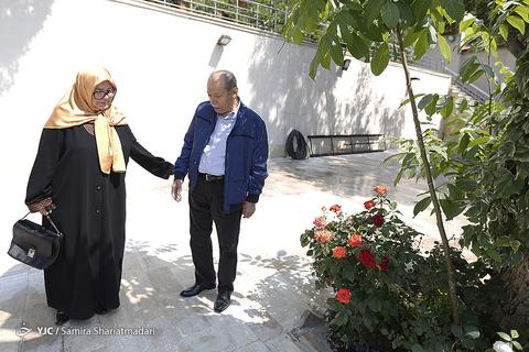 علی نصیریان و آفرین عبیسی بازیگران سریال برادرجان