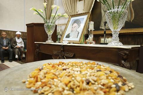 بزرگداشت امام خمینی (ره) در نیایشگاه زرتشتیان