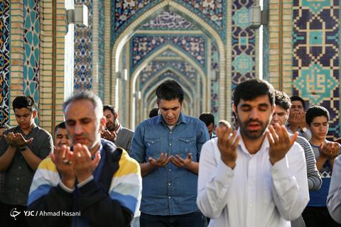 اقامه نماز عیدسعیدفطر درحرم مطهر رضوی