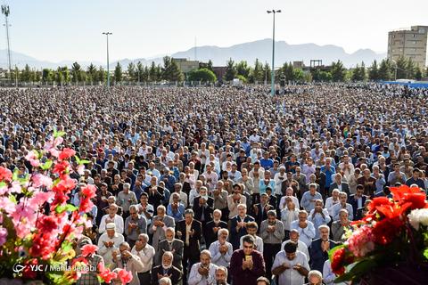 اقامه نماز عیدسعیدفطر در مصلی کرمان