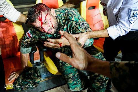 مضروب و مجروح شدن یکی از نیروهای پلیس در حاشیه بازی فینال جام حذفی/ پرسپولیس - داماش گیلان در شهر اهواز