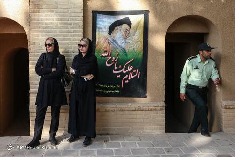 در حاشیه مراسم سی امین سالگرد ارتحال امام خمینی (ره) در منزل زادگاه ایشان در شهر خمین
