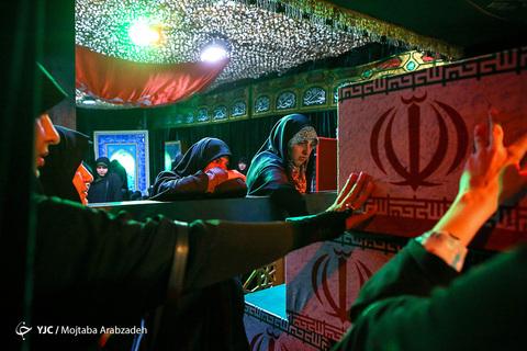 در حاشیه مراسم وداع با پیکر شهید مدافع حرم «محمد جنتی» معروف به «فرمانده حیدر» فرمانده ایرانی لشکر زینبیون پاکستانی