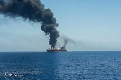 انفجار دو نفتکش در دریای عمان