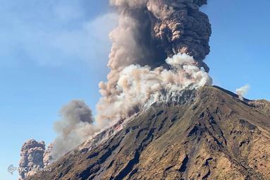 فوران آتشفشان در جزیره استرومبولی در شمال سیسیل
