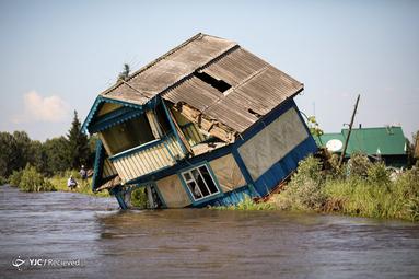 خانه تخریب شده در سیل تولون در ناحیه ایرکوتسک روسیه