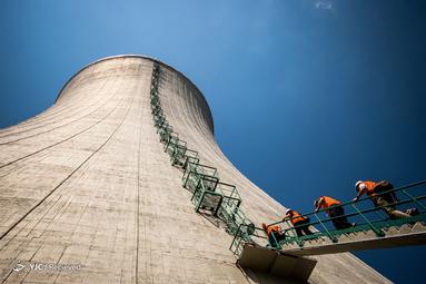 بازدید روزنامه نگاران از برج خنک کننده واحدهای سوم و چهارم  در دست ساخت نیروگاه هسته ای Mochovce، غرب اسلواکی