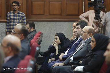 معصومه رشیدیان خبرنگار انصاف نیوز در نخستین جلسه دادگاه محاکمه محمدعلی نجفی در پرونده قتل میترا استاد
