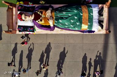 نمای هوایی از یک شخصیت بزرگ هنرمند و نقاش مکزیکی، فریده کوهلو،در روز افتتاح نمایشگاه لوس کولورز دی فریدا در مکزیک