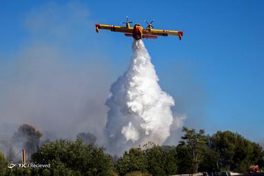 هواپیمای آتش نشانی در منطقه صنعتی ویترول در فرانسه