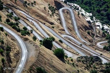 به گفته اهالی در این پیج و تاب های جاده های منتهی به هورامان ده ها نفر در سوانح رانندگی جان خود را دست داده اند. همچنین در زمستان های پربرف کردستان ، مردم این منطقه برای رفت و آمد دچار مشکلات عدیده ای میشوند