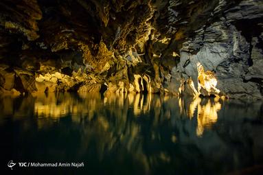 زمین شناسان قدمت سنگهای این غار را به دوره ژوراسیک از دوران دوم زمینشناسی (۱۹۰–۱۳۶ میلیون سال قبل) نسبت میدهند
