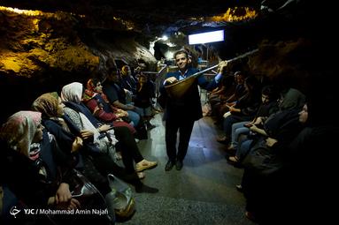 ورودی اصلی غار ۱۱۰ متر زیر سنگ های سطح زمین قرار دارد