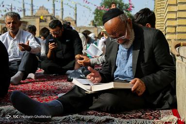 مراسم پرفیض دعای عرفه در امام زاده حسین (ع) قزوین