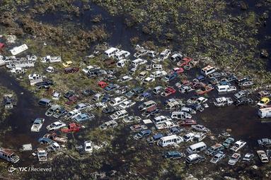 نمای هوایی از خسارات وارده به وسایل نقلیه در اثر طوفان دوریان در فریپورت، گرند بههاما