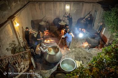 هیئتِ ما/ طبخ سنتی حلیم تاسوعا در مشهدمقدس