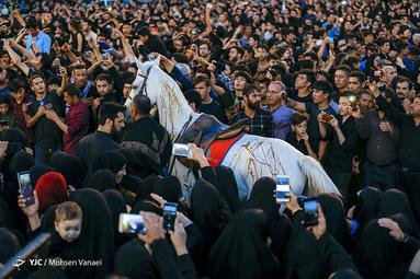 مراسم خیمه سوزان شام غریبان حسینی در میدان امام حسین (ع)