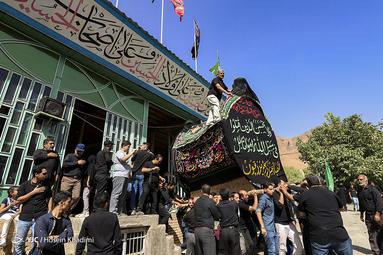 نخل گردانی در روستای انجدان در روز عاشورای حسینی (ع)