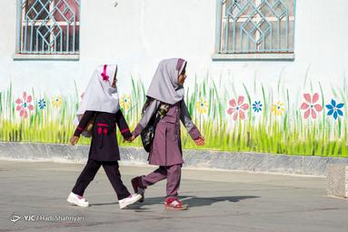 مراسم «جشن شکوفهها» در شهرستان هیرمند منطقه محروم قرقری