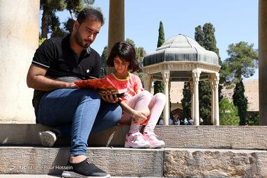 تفأل به حافظ شیرازی اگر آن ترک شیرازی به دست آرد دل ما را به خال هندویش بخشم سمرقند و بخارا را