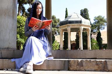 تفأل به حافظ شیرازی مژده وصل تو کو کز سر جان برخیزم طایر قدسم و از دام جهان برخیزم