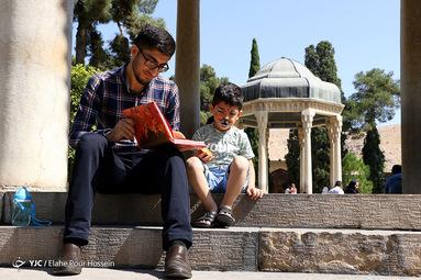 تفأل به حافظ شیرازی ما درس سحر در ره میخانه نهادیم محصول دعا در ره جانانه نهادیم