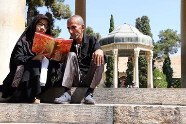 تفأل به حافظ شیرازی رسید مژده که ایام غم نخواهد ماند چنان نماند چنین نیز هم نخواهد ماند