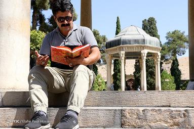 تفأل به حافظ شیرازی یوسف گم گشته بازآید به کنعان غم مخور کلبه احزان شود روزی گلستان غم مخور