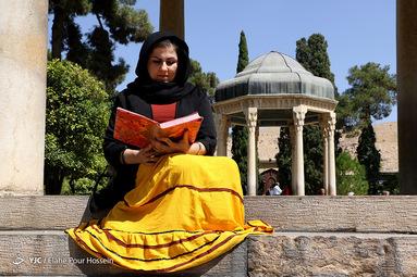 تفأل به حافظ شیرازی وصال او ز عمر جاودان به خداوندا مرا آن ده که آن به
