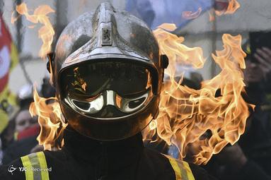 هزاران آتش نشان در تظاهرات علیه اصلاحات در بازنشستگی و برای شرایط بهتر کار در پاریس، فرانسه