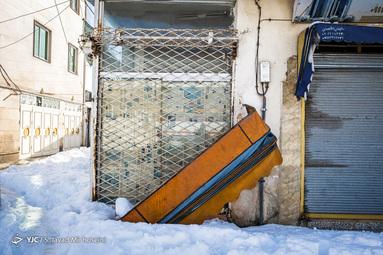 بارش سنگین برف در رشت موجب شکستگی درختان، آسیب به شبکه برق رسانی و قطعی دو روزه برق در شهر شد