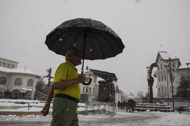 بارش برف شدید دوشنبه و سه شنبه ۲۱ و ۲۲ بهمن ۹۸ در شهر رشت سبب بروز مشکل و بحران، انسداد راهها وشکستگی درختان، آسیب به شبکه و قطعی برق در این شهر شد.