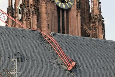 آسیب کلیسای جامع در فرانکفورت آلمان در اثر سقوط جرثقیل بخاطر طوفان