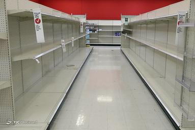 قفسه های خالی در فروشگاهی در آریزونا