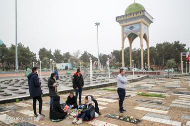 تعدادی از شهروندان گرگانی لحظات تحویل سال نو خود را در جوار امام زاده عبدالله گرگان گذراندند