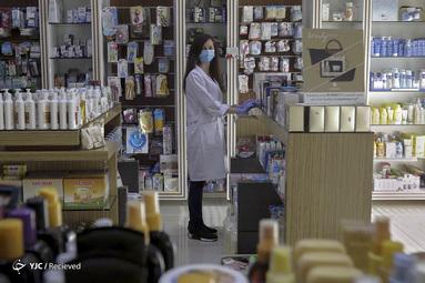 تاتیانا رکایبی یک داروساز در شهر جبیل لبنان است. او می گوید بسیار خوشحالم که به جامعه خدمت می کنم. داروسازان همواره به عنوان بخش اساسی در سیستم بهداشت و درمان شناخته شده اند