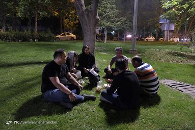 زندگی در شرایط شیوع ویروس کرونا در شهر تهران همچنان ادامه دارد