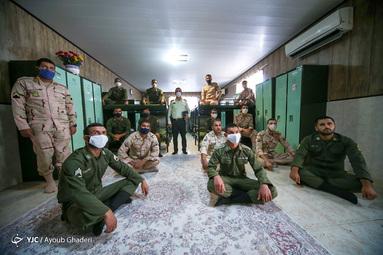 گوش فرا دادن به سخنرانی روز (day) جهانی قدس مقام معظم رهبری در خوابگاه سربازان نیروی انتظامی - کیش