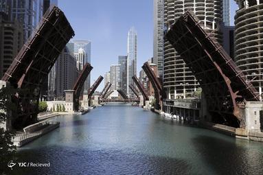 بسته شدن چند پل خیابانی بر فراز رودخانه شیکاگو پس از یک شب ناآرام به قتل جورج فلوید