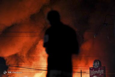 تجمع شهروندان آتلانتا در آمریکا با دخالت پلیس که در اعتراض به کشته شدن ریشارد بروکس انجام میشد به خشونت کشیده شد