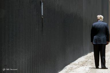 رئیس جمهور دونالد ترامپ در کنار دیوار مرزی با مکزیک در سن لوئیس، آریزونا