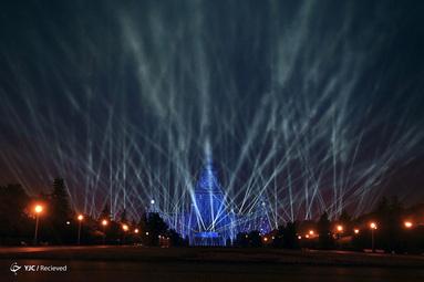 ساختمان اصلی دانشگاه ایالتی لومونوسف مسکو در 75 سالگی پیروزی در جنگ جهانی دوم،  در سن پترزبورگ روسیه