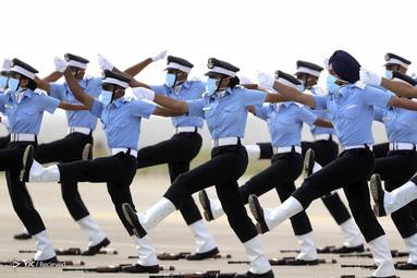 کارمندان نیروی هوایی هند در طی یک رژه فارغ التحصیلی در آکادمی نیروی هوایی در داندیگال، در حومه حیدرآباد هند