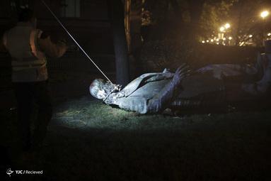 واژگون کردن مجسمه آلبرت پیک در واشنگتن، دی سی