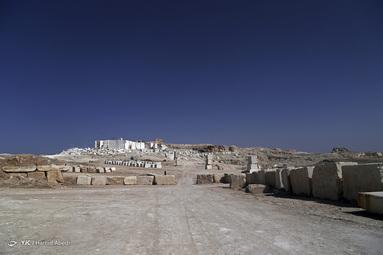 معدن سنگ مرمریت در نزدیکی روستای کوه سفید - قم