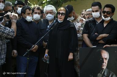 فاطمه گودرزی در مراسم تشییع پیکر سیروس گرجستانی