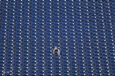 عکاس ورزشی در ورزشگاه بدون تماشاگر در واشنگتن دی سی