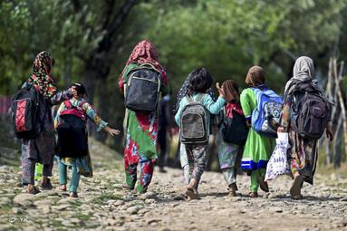 دانش آموزان در کشمیر